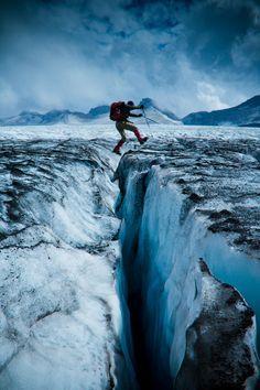 Mettons que tu rates ton coup là... Ou que la glace casse un peu à l'endroit où tu tombes...