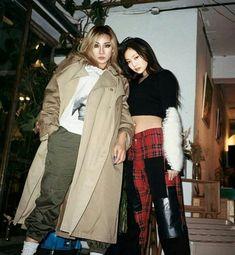local (n.) an inhabitant of a particular area or neighborhood. Kpop Girl Groups, Korean Girl Groups, Kpop Girls, Kim Jennie, Cl Rapper, My Girl, Cool Girl, Chaelin Lee, The Band
