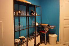Muutosmuotoilijoiden keittiö on saanut väriä pintaan