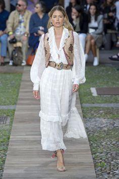Etro: vestidos largos y blancos Dolce & Gabbana, Coachella, Vestidos Animal Print, Feminine Mode, Jeans Und Sneakers, Fierce, Vestidos Zara, Denim Look, Boho Inspiration