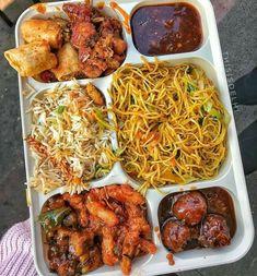 Indian Food Recipes, Vegetarian Recipes, Wedding Food Stations, Food Photography, Miniature Photography, Bengali Food, Indian Street Food, Tasty, Yummy Food