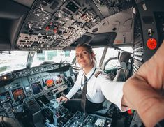 Airline Reservation Online Money Saving Tips Aviation Fuel, Civil Aviation, Sistema Solar, Private Flights, Pilot Uniform, Becoming A Pilot, Plane Photography, Airline Reservations, Private Pilot