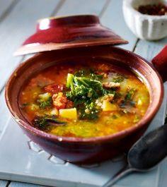 Das Rezept für Grünkohl-Kartoffel-Suppe mit Chorizo und weitere kostenlose Rezepte auf LECKER.de
