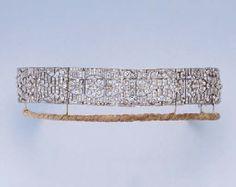 AN ART DECO DIAMOND BANDEAU TIARA