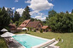 Een bijzonder sfeervolle boerderij op 4,5Ha terrein gelegen aan een rivier, met verwarmd privé zwembad. 6 personen.