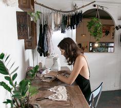Smart Ideas for Creative Studio Space Designs - Sewing Studio - Design Creative Studio, Stockman Mannequin, Design Studio Office, Studio Studio, Studio Spaces, Studio Ideas, Design Apartment, Sewing Studio, Interior Design Studio