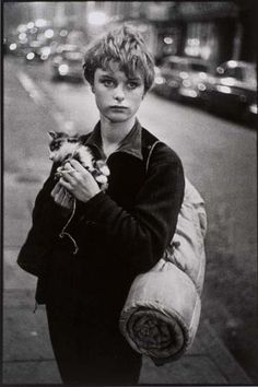 Bruce Davidson's photograph of an unknown girl and her kitten (1962)