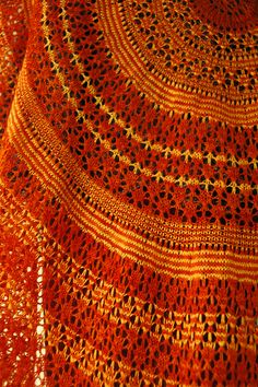 Ravelry: Eirwen pattern by Holly Chayes -- stunning lace shawl making great use of 2 contrasting colours!