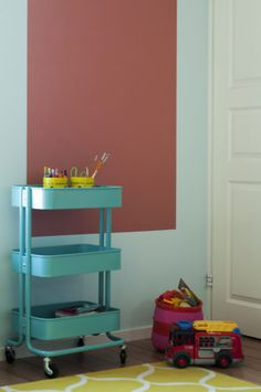 DIY idea for kids room: Paint a board for your kids artwork