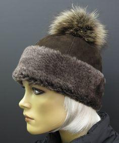 Extra teplá kožešinová čepice z beránka s kožešinovou bambulí. #spongr #kuzedeluxe #ovcina #kozesinovacepice Winter Hats, Fashion, Moda, Fashion Styles, Fashion Illustrations