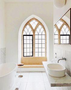 The One Bathroom Style That Always Looks Fresh Minimalist Bathroom Essentials Minimalist Bathroom Design, Minimalist Home Decor, Minimalist Interior, Bathroom Interior Design, Modern Minimalist, Modern Interior, Contemporary Bathrooms, Modern Bathroom, White Bathrooms