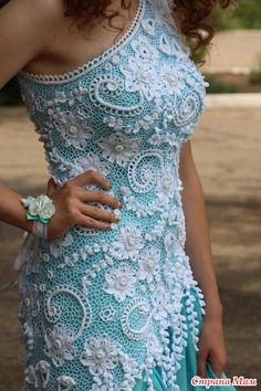 Еще осенью решили с дочерью, что платье на выпускной будет вязаным. Долго сомневались, какую модель выбрать. В итоге я решила попробовать связать первую ирландию.