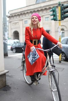 #ZhannaRomashka giving us some bike chic in Milan.