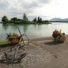 Forggensee é o quinto maior lago da Baviera com uma área de 152 km. O rio Lech flui através dele. Há um ano estávamos por lá para a Maratona Romântica dos Castelos e acabamos fazendo o passeio de barco por esse lago. Pensa numa paisagem divina? Esse local poderia representá-la.  Lá no blog tem muito mais informação sobre esse lago e o passeio de barco que fizemos. O link para o blog está aqui no perfil do Instagram. Já para achar o post basta digitar no campo de busca Barco que ele irá…
