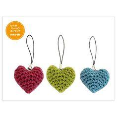 少しの毛糸で簡単にできるハートのストラップです。 あまり毛糸でいろいろ作ってみてくださいね。 作り方ダウンロードはこちら http://www.olympus-thread.com/original/down_load/#heart_strap