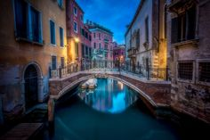 Back Canals of Venice | Discovered from Dream Afar New Tab