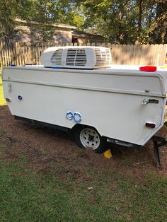 The Southern Glamper How to Paint a Pop Up Camper - Peggy Sue Got Painted Pop Up Camper Trailer, Trailer Diy, Vintage Campers Trailers, Trailer Remodel, Camper Trailers, Pop Up Campers, Vintage Motorhome, Vintage Airstream, Food Trailer