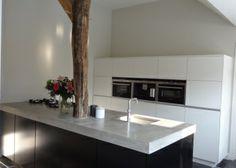 Strak kookeiland keuken met betonblad