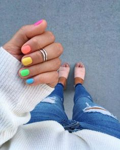 When you just can't pick one color, pick them all! 💕 The perfect summer nails - inspired by my fave who did this a while back!…Informationen zu When you just can't pick one color, pick them all! 💕 The perfect summer nails. Rainbow Nails, Neon Nails, Diy Nails, Cute Nails, Pretty Nails, Classy Nails, Design Ongles Courts, Bright Summer Nails, Nails Summer Colors