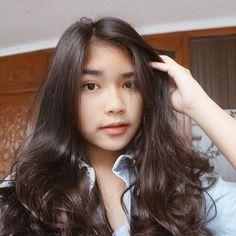 Gambar mungkin berisi: 1 orang, dekat dan dalam ruangan Cute Young Girl, Cute Girls, Filipina Girls, Ulzzang Korean Girl, Cute Girl Face, Face Claims, Amanda, Poses, Hair Styles