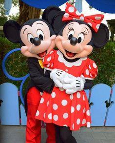 53 Ideas Wall Paper Iphone Hipster Mice For 2019 Mickey Minnie Mouse, Disney Mickey, Disney Art, Walt Disney, Disney World Pictures, Cute Disney Pictures, Fantasia Disney, Parc Disneyland Paris, Disney Universal Studios