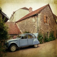 Citroën 2CV. A picture that send me back on holidays with my grandparent....