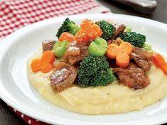 Kereviz püresi yatağında sebzeli biftek