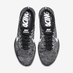 Nike flyknit racer oreo Chaussure Running, Tenue, Mixte, Baskets Nike,  Baskets Nike ef8e19467a9e