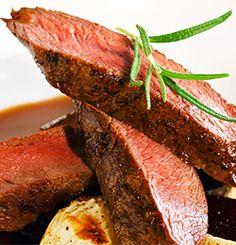 REINSDYRFILET MED PORTVINSAUS Steak, Food, Essen, Steaks, Meals, Yemek, Eten
