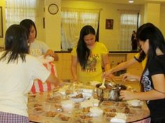 We, the Daughters of Wisdom in Manila actively participate and support this parish mission in giving spiritual and physical nourishment to the disadvantaged people especially those who live in the streets.It was very inspiring to see the initiatives of the youth to help in this activity.  Some came from afar and travelled for more than five hours; others came from their night shift and sacrificed their sleep to help in cooking and packing the food for more than one hundred people....