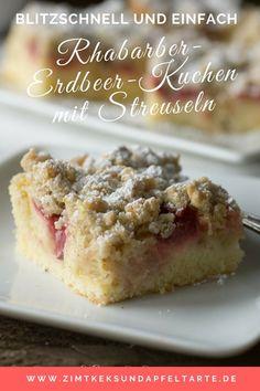 Fluffiger Blechkuchen mit saftigem Rhabarber und süßen Erdbeeren im zitronigen Teig und Knusper-Streuseln- der perfekte Frühlingskuchen - super einfach gebacken und wahnsinnig lecker! #rhabarber #erdbeeren #fruchtig #streusel