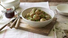 Forget queuing for your Swedish feast, now you can make your own traditional Swedish meatballs at home, complete with creamy gravy. Sauce Crémeuse, Curry Sauce, Swedish Meatball Recipes, Cream Sauce Recipes, Pasta, Main Meals, The Fresh, Family Meals, Entrees