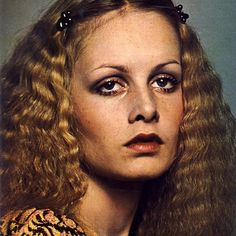 Twiggy wearing crimped long hair with barettes.