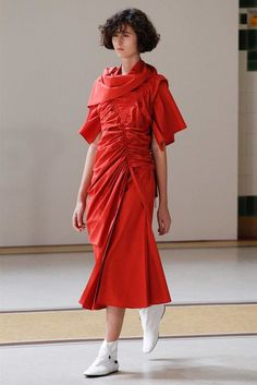 See the complete Lemaire Spring 2017 Ready-to-Wear collection.