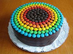 Torta multicapas de chocolate rellena de ganache de chocolate con dulce de leche y crema y decorada con lentejas de chocolate! La torta de 16 porciones cuesta AR$230