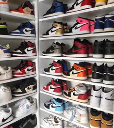AJ 1 & AF Which silhouette - beste Schuhe Shoe Room, Shoe Closet, Jordan Shoes Girls, Girls Shoes, Sneakers Fashion, Shoes Sneakers, Mode Shoes, Nike Air Shoes, Aesthetic Shoes