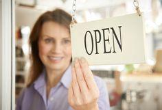 Conheça quatro novas opções de negócios que surgiram recentemente no mercado nos segmentos de semijoias, alimentação e marketing.