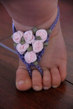 Baby Barefoot Sandals Crochet with Satin Roses by LillyLaneCouture. bit Id crochet little flowers instead Crochet Bebe, Crochet Baby Booties, Knit Crochet, Crochet Barefoot Sandals, Satin Roses, Pink Roses, Purple Flowers, Baby Kind, Baby Feet