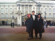 E meu #TBT hoje é para voltar poucos anos atrás e relembrar do velho continente com minhas meninas. Londres que não me deixou com muitas saudade  mas tá aí eis o famoso  Palacio de Buckingham... #trip #travel #londres #palaciodebuckingham #buckingham #velhocontinente #2016tovoltando by yurizito09