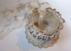 Lace Cuff Bracelet Tutorial: these bracelet cuffs are made of recycled materials, look very pretty, and came out amazing. Denim Bracelet, Fabric Bracelets, Embroidery Bracelets, Cuff Bracelets, Wire Crafts, Ribbon Crafts, Lace Jewelry, Diy Jewelry, Fleurs Style Shabby Chic