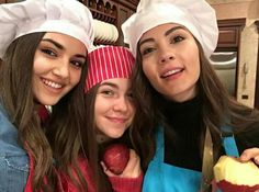 Burcu Özberk, Hande Erçel, ve Miray Akay Hande Ercel, After Movie, Turkish Beauty, Bff Goals, Pakistani Actress, Pop Singers, Turkish Actors, Twins, Best Friends