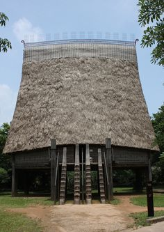 Houses of diverse ethnic groups in Viet Nam have been built in the grounds of the Viet Nam Museum of Ethnology in Hanoi by artisans from the villages where these houses are traditionally designed and built.    This spectacular 19 metre high communal ho http://delicious.com/soloha