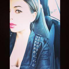 Janel looks great in red lips. | Pretty Little Liars