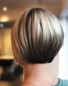 Long Pixie Hairstyles, Stacked Bob Hairstyles, Short Bob Haircuts, Pixie Haircut, Straight Hairstyles, Haircut Short, Short Hair Cuts, Short Hair Styles, Pixie Cuts