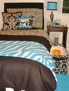 Custom dorm bedding packages from Cute dorm room bedding sets complete with throw pillows, duvet cover, bed skirt, headboard and more. Each dorm xl bedding set is a full dorm room look!