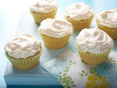 Vegan Vanilla Cupcakes recipe from Food Network Kitchen via Food Network -- Try making with whipped Earth Balance or Butter Flavored Crisco instead of oil. Vegan Vanilla Cupcakes, Vanille Cupcakes, Coconut Cupcakes, Egg Free Cupcakes, Tea Cupcakes, Mocha Cupcakes, Gourmet Cupcakes, Strawberry Cupcakes, Easter Cupcakes