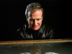 """Williams poses with an exhibit at the Exploratorium museum in San Francisco in December 1999 to promote """"Bicentennial Man."""" #RobinWilliams"""