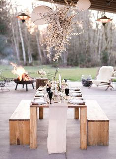 The ladies at Gather Events show us how to create a magical and thoughtful winter dinner party. So, don't hesitate to host something now! party tablescapes Inspired By This How to Throw A Thoughtful Winter Dinner Party Winter Parties, Summer Parties, Dinner Party Decorations, Table Decorations, Winter Decorations, Outdoor Dinner Parties, Backyard Parties, Outdoor Entertaining, Home Office