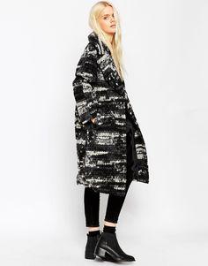 Bild 4 von ASOS – Oversized-Mantel mit schwarz-weißer Bommeltextur