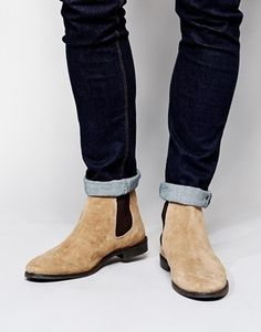 €72, Beige Chelsea-Stiefel aus Wildleder von Asos. Online-Shop: Asos. Klicken Sie hier für mehr Informationen: https://lookastic.com/men/shop_items/99442/redirect